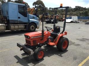 Kubota B6200HST-D Tractor