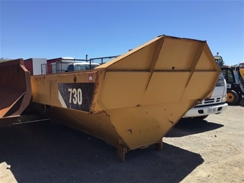 CAT 730 Dump Truck Tray with Hydraulic Rams