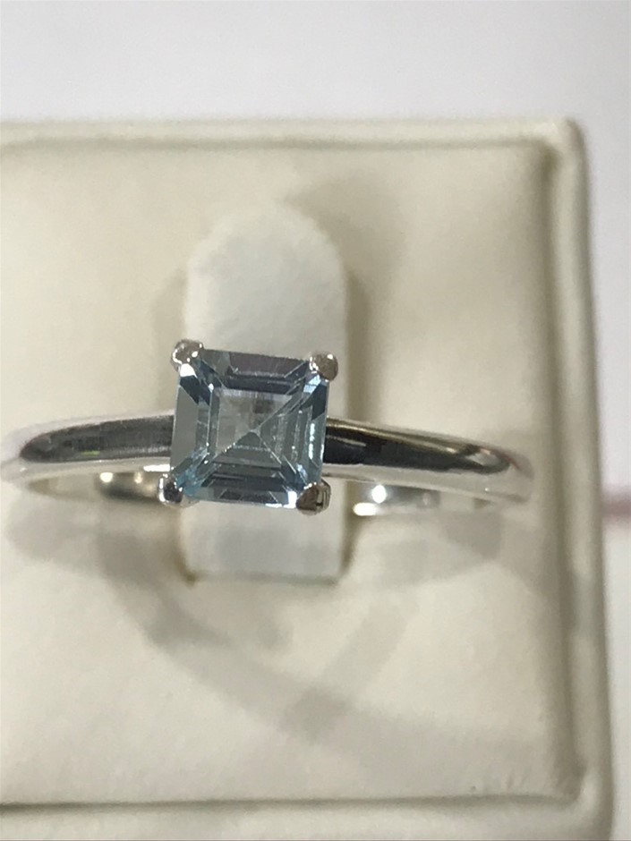Classical Solitaire Blue Topaz Ring Size R (8.75)