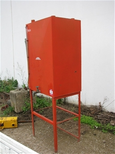 Engine oil storage tank 500l capacity steel construction for Motor oil storage container
