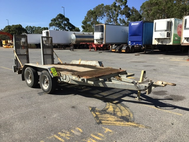 2001 Tandem Axle Plant Trailer with Ramps