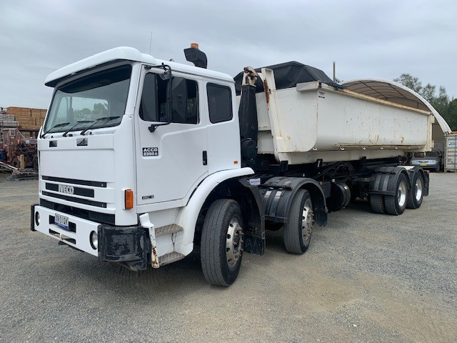 2007 International ACCO 2350 8x4 C/CAB Truck