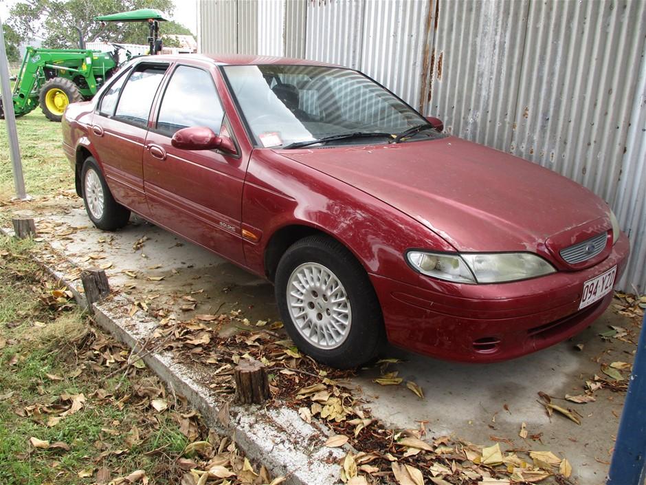 1995 Ford RWD Automatic Sedan