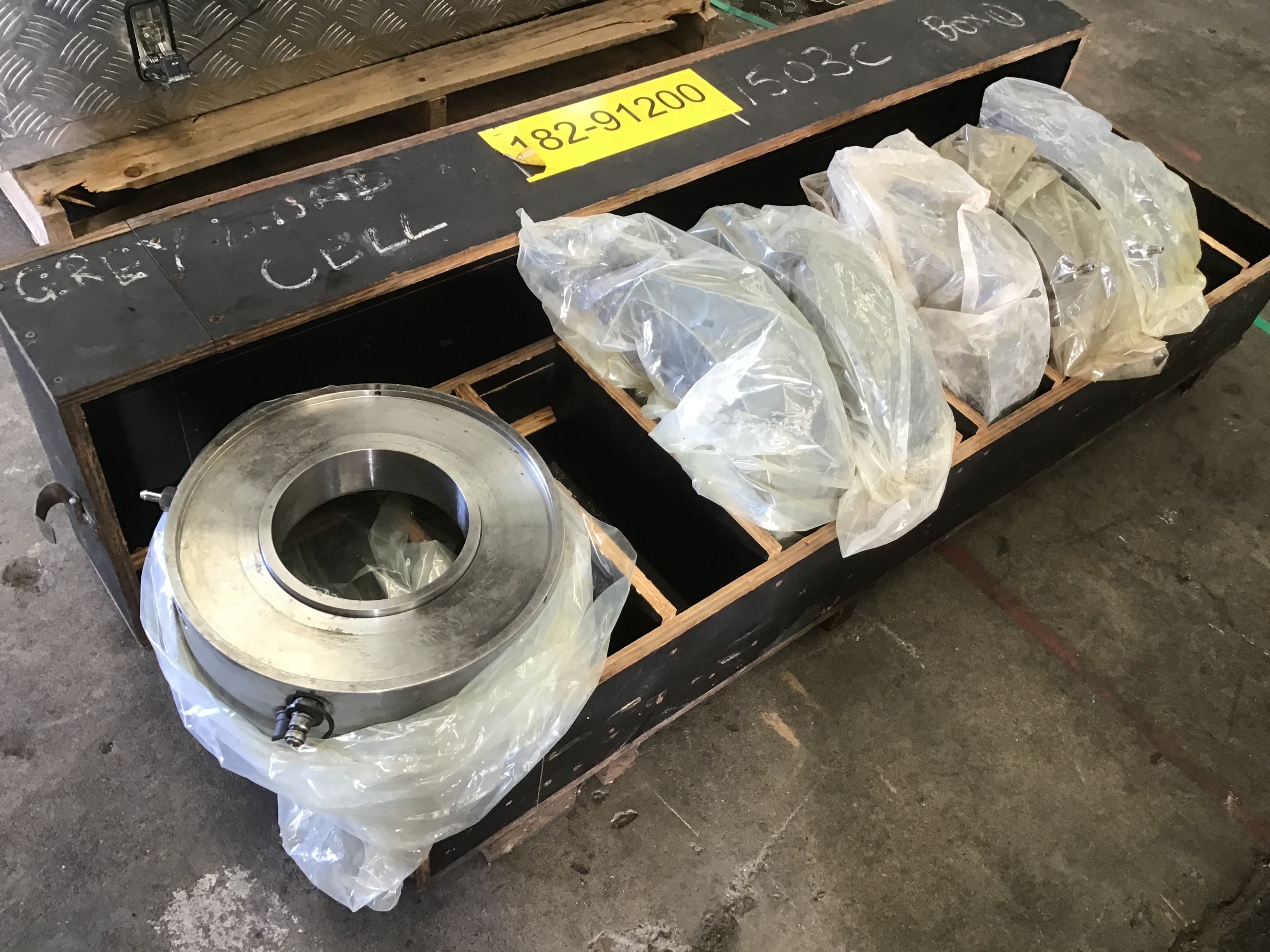6x Large Hydraulic Stud Tensioners / Hollow Rams