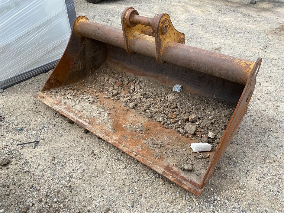 AHE 1800mm Excavator Mud Bucket