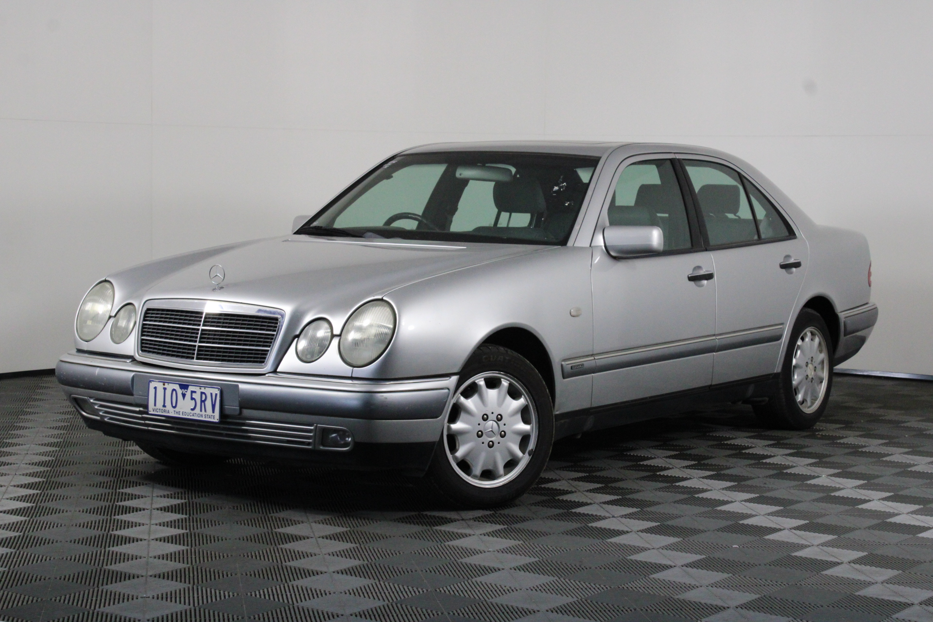 1998 Mercedes Benz E320 Elegance W210 Automatic Sedan