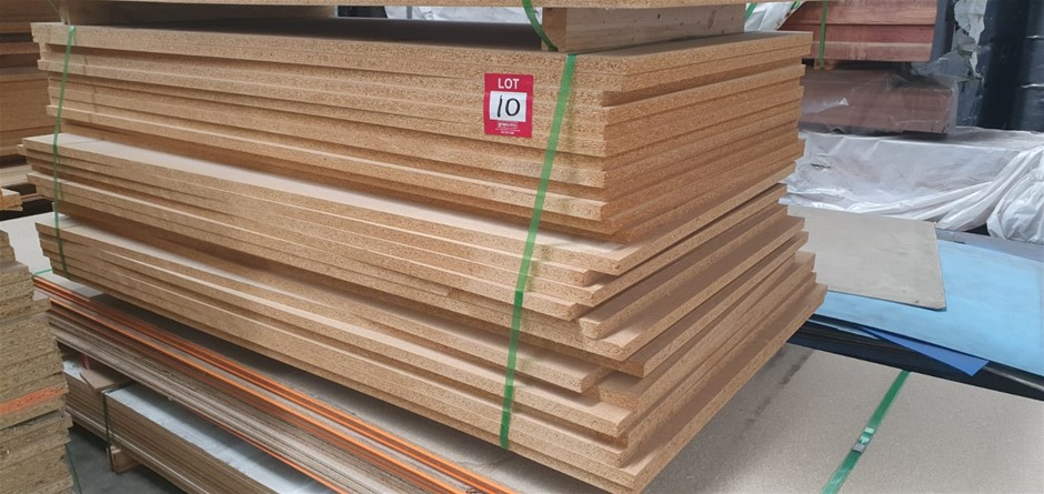 Flooring particleboard : 1800 x 900 x 25mm. Total = 27 pcs