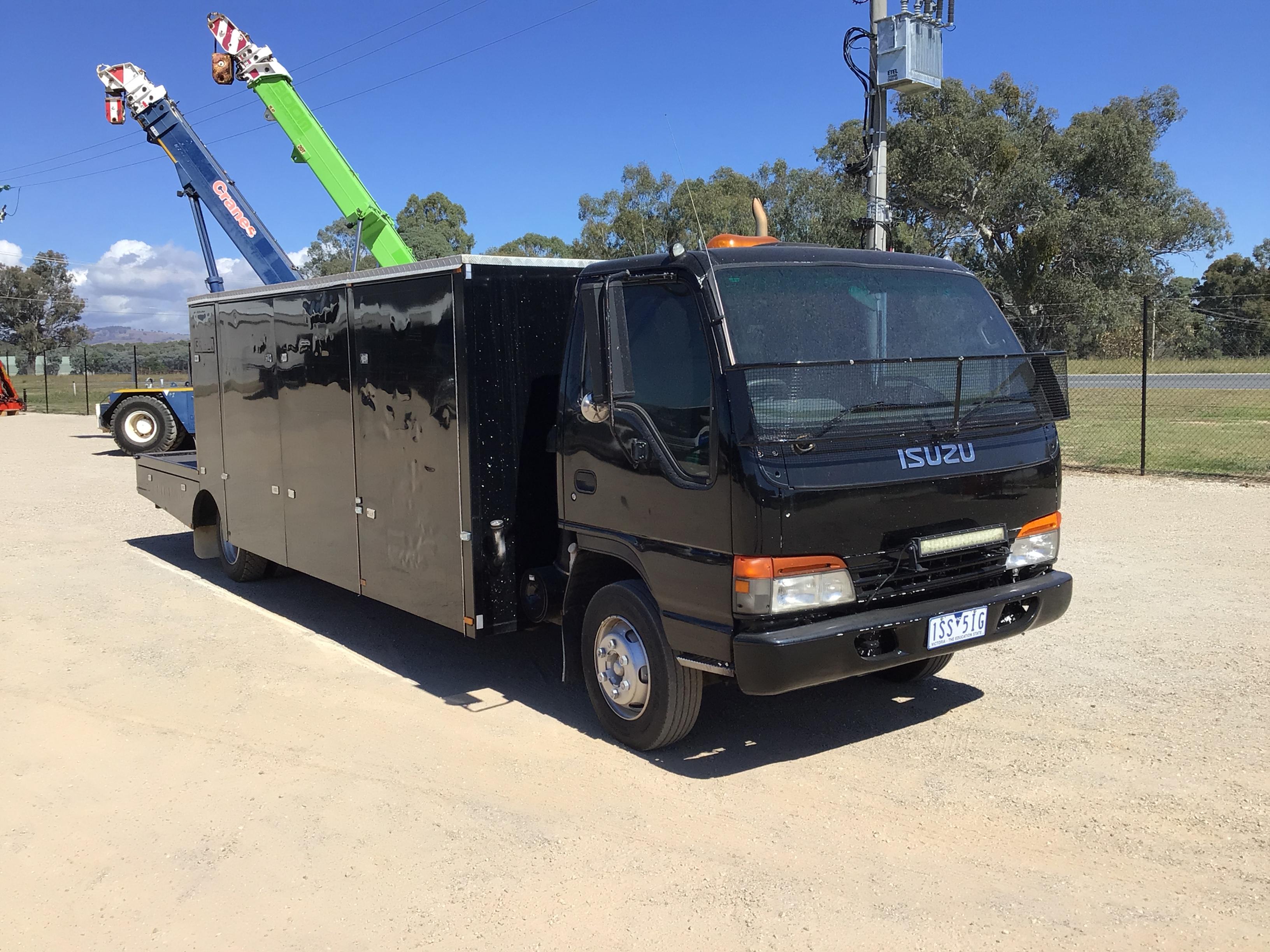 2001 ISUZU NQR 450 long wheelbase 4 x 2 Service Truck