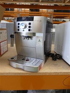 DeLonghi Magnifica Fully Automatic Coffe