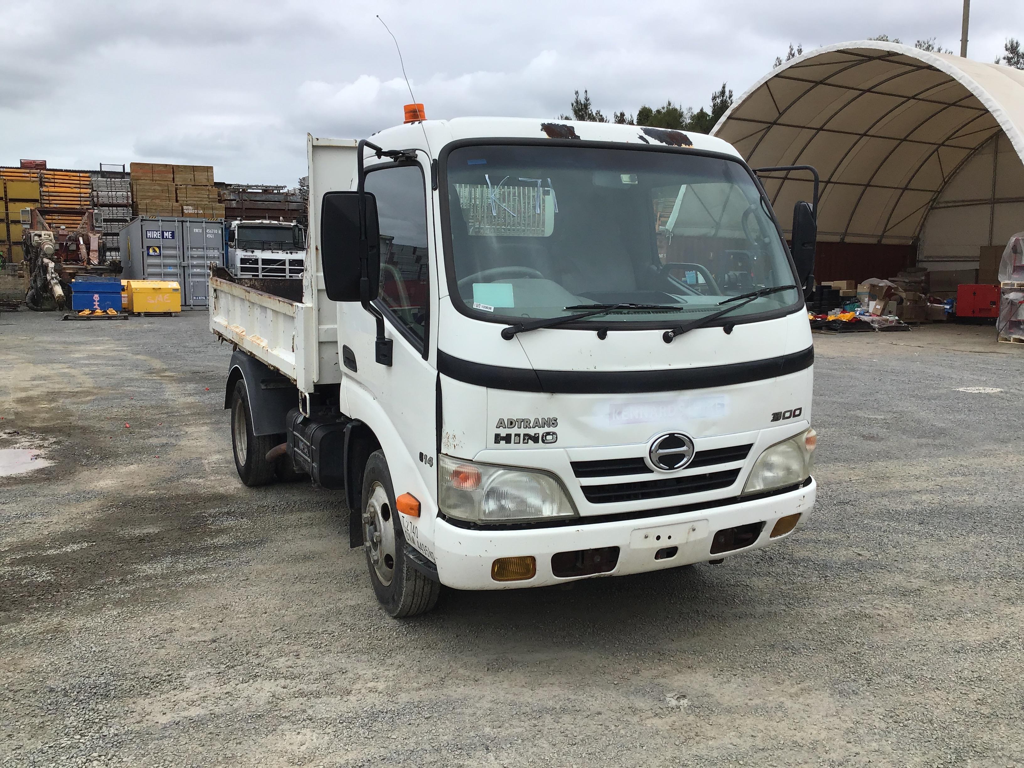 2009 Hino 300 4 x 2 Tipper Truck