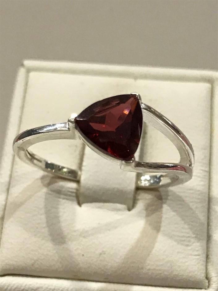 Beautiful Garnet Genuine 1.50ct Ring. Size P 1/2 (8)