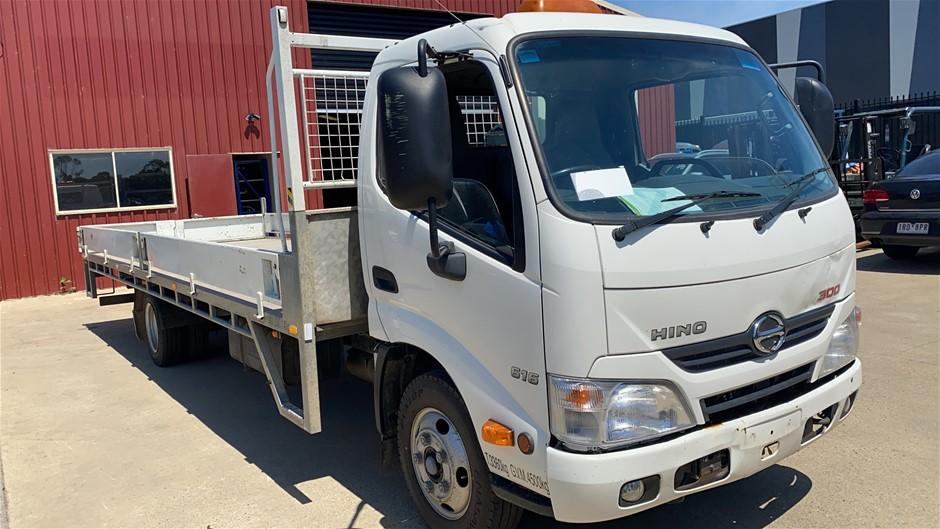 2015 Hino 300 S2 Tray Body Truck