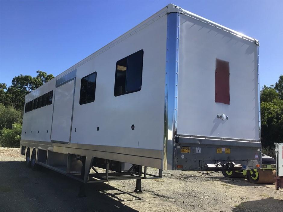 Maxitrans Horse Float and Accommodation