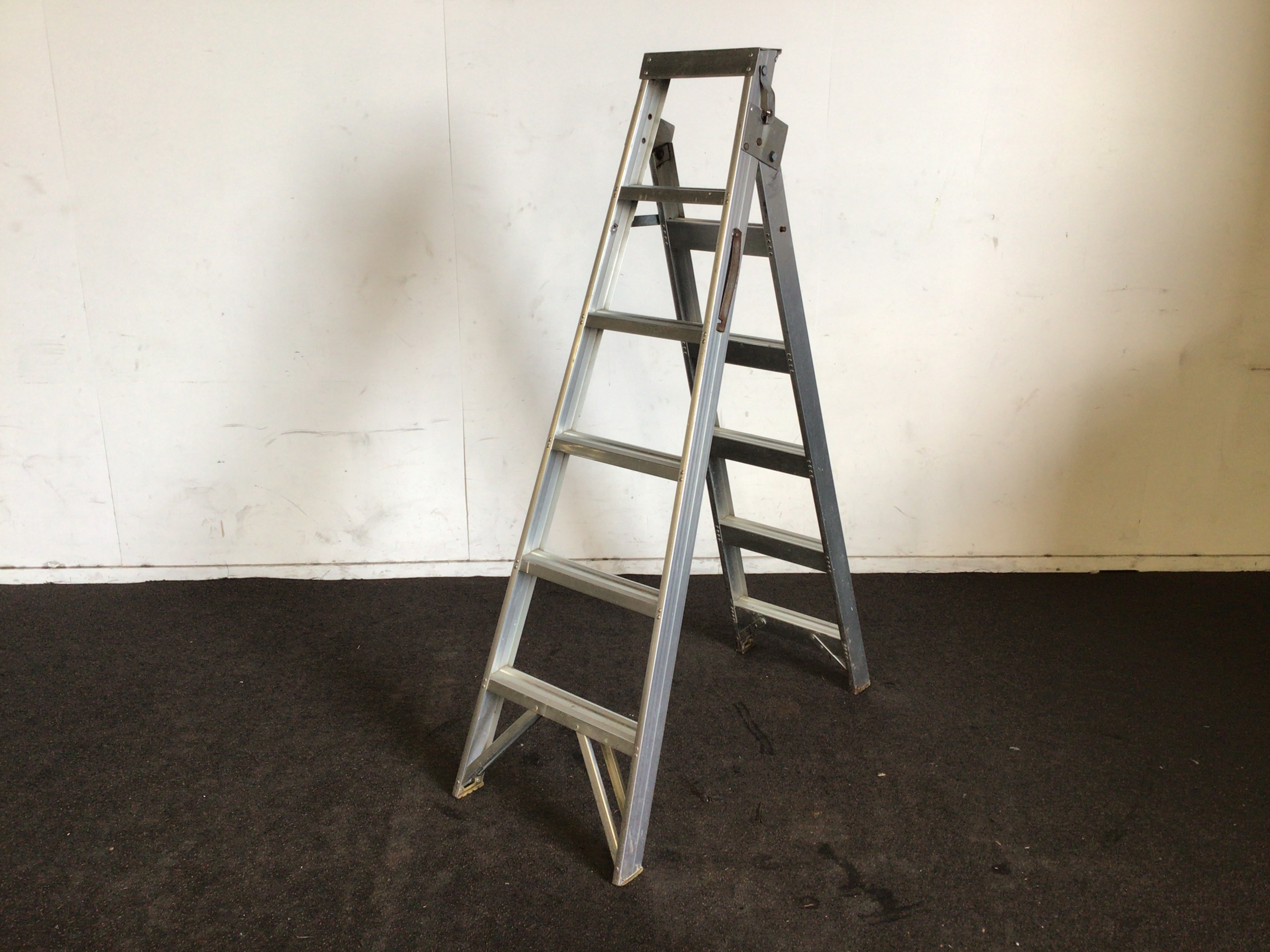 Aluminium Double Sided Step Ladder