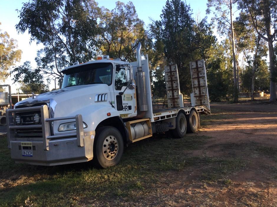 2010 Mack Granite 6x4 Beavertail Truck