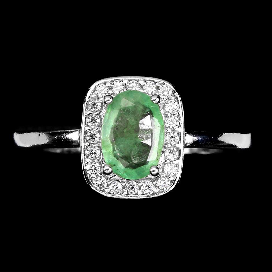 Spectacular Genuine Emerald Ring.