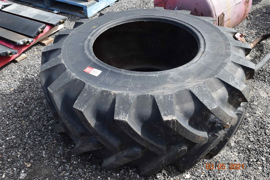 Michelin 17.5 LR 24 X as New Tractor Tyre