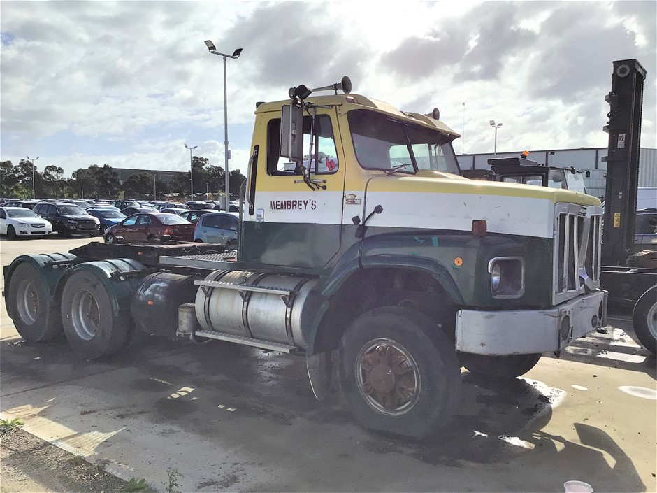 1988 International S Line 6 x 4 Cab Chassis Truck