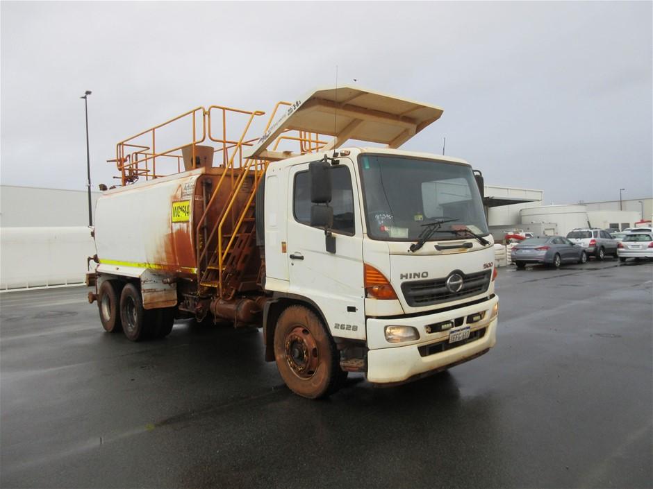 2013 Hino 500 6 x 4 Water Truck
