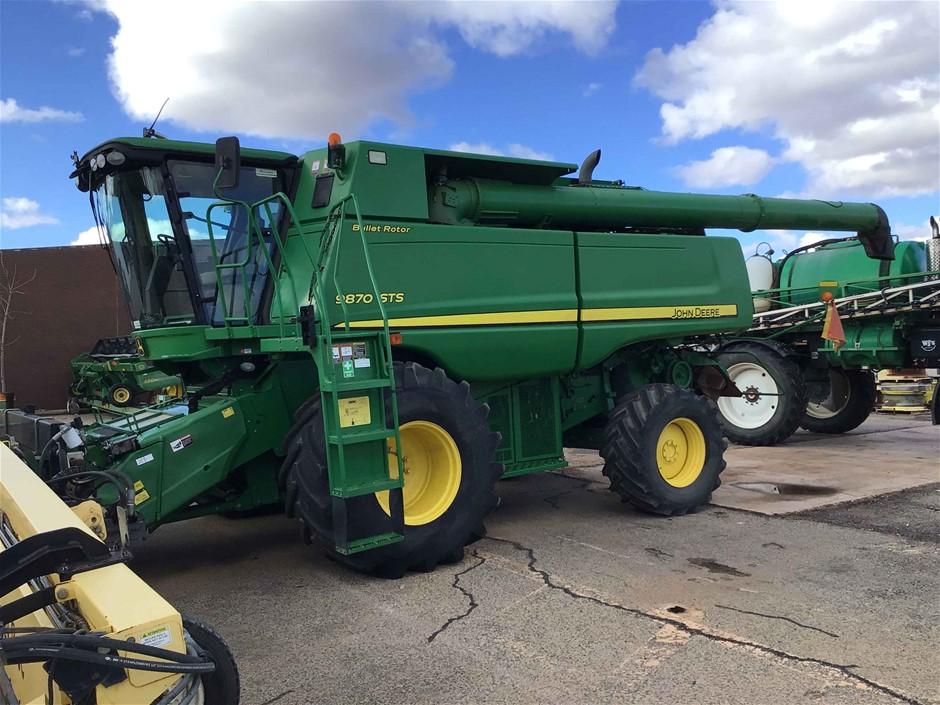 John Deere 9870 Harvester