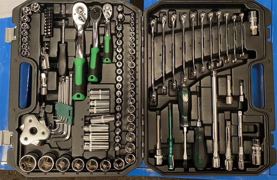 121 Piece Tool Set