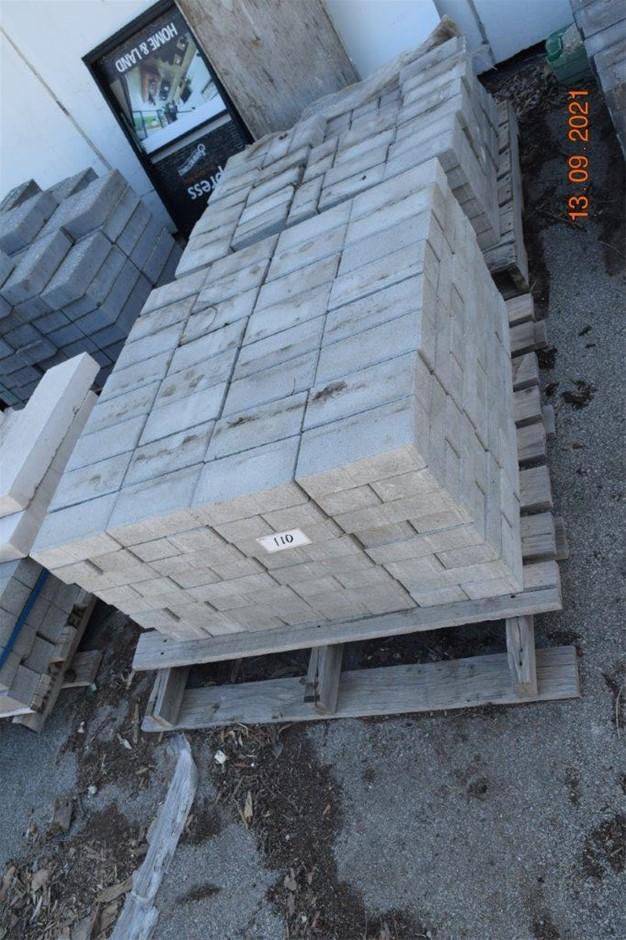 Lot of 450 Standard Bricks