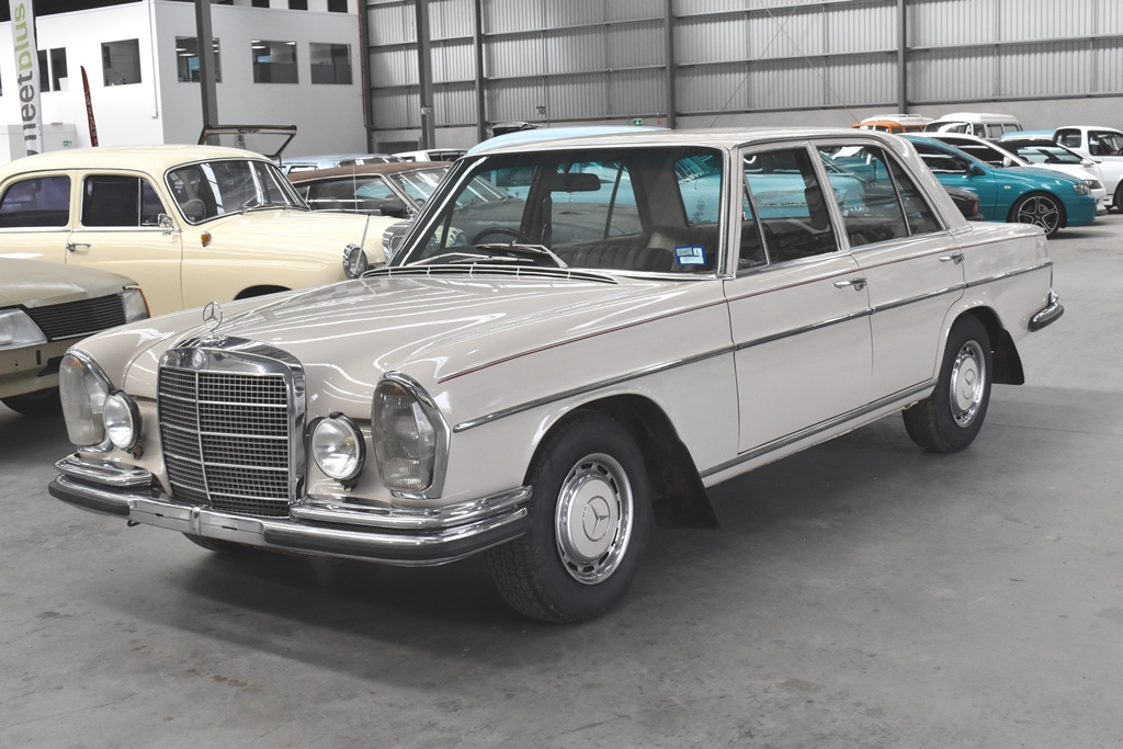 1969 Mercedes Benz 280 SE Automatic Sedan