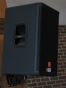2 X Jbl Mrx 500 Speakers With Wall Mount Attachments