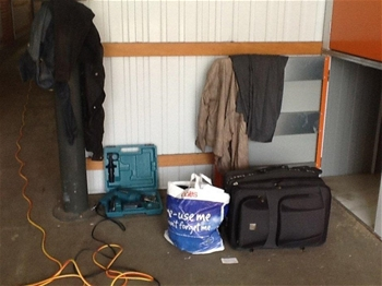 Entire Contents Of Overdue Storage Including Windows Assorted Fixings Ch Auction 0008
