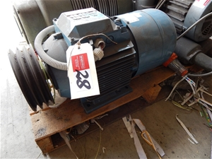 Electric drive motor abb motors 965 rpm fitted for V belt pulleys for electric motors