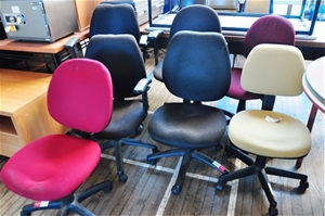 qty 7 x assorted clerical chairs including 4 x black
