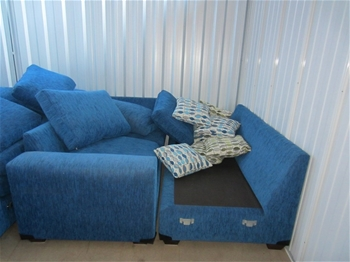 Entire Contents Of Overdue Storage Including Blue Single Lounge Chair 4 B Auction 0005